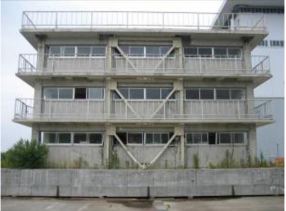 3层钢筋混凝土教学楼的附加V型钢支撑加固