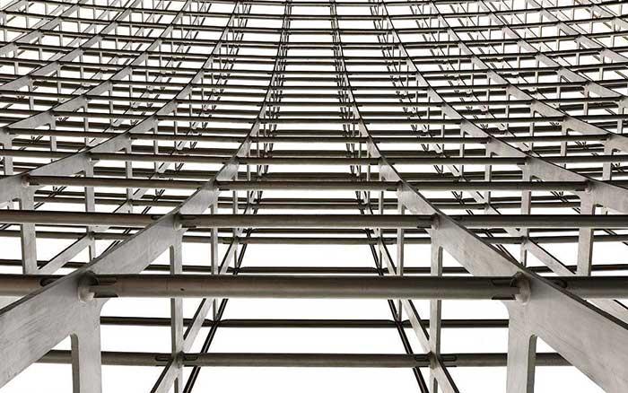 但由于砖混结构的房屋格局死板,墙面不能改动,加之近些年框架结构以及