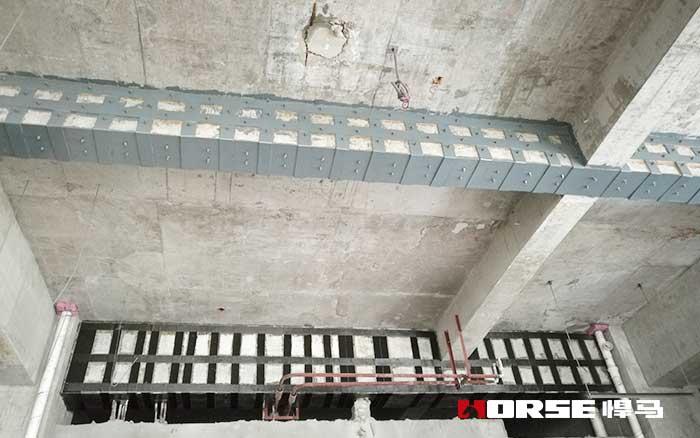 外粘钢板加固受弯构件斜截面破坏有哪几类?其特点是什么?