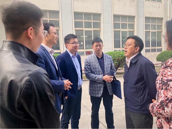 上海宝山区倪前龙副区长一行莅临悍马科技考察调研